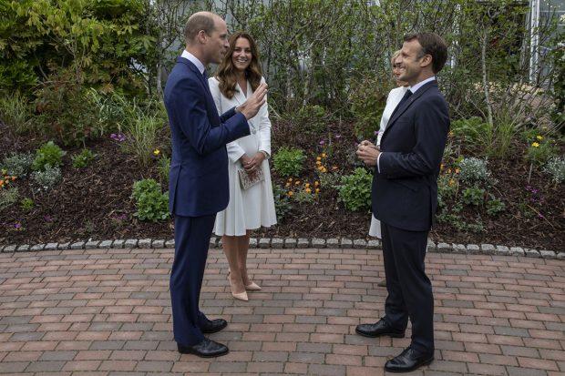 El príncipe Guillermo y Kate Middleton han entablado una conversación con el presidente de Francia, Emmanuel Macron./Gtres