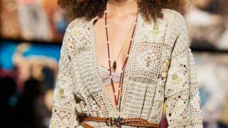 Este es el vestido caftán crochet de Mango idéntico a un Christian Dior