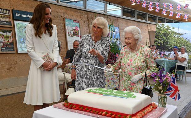Reina Isabel II, Kate Middleton y Camilla de Cornualles./Gtres