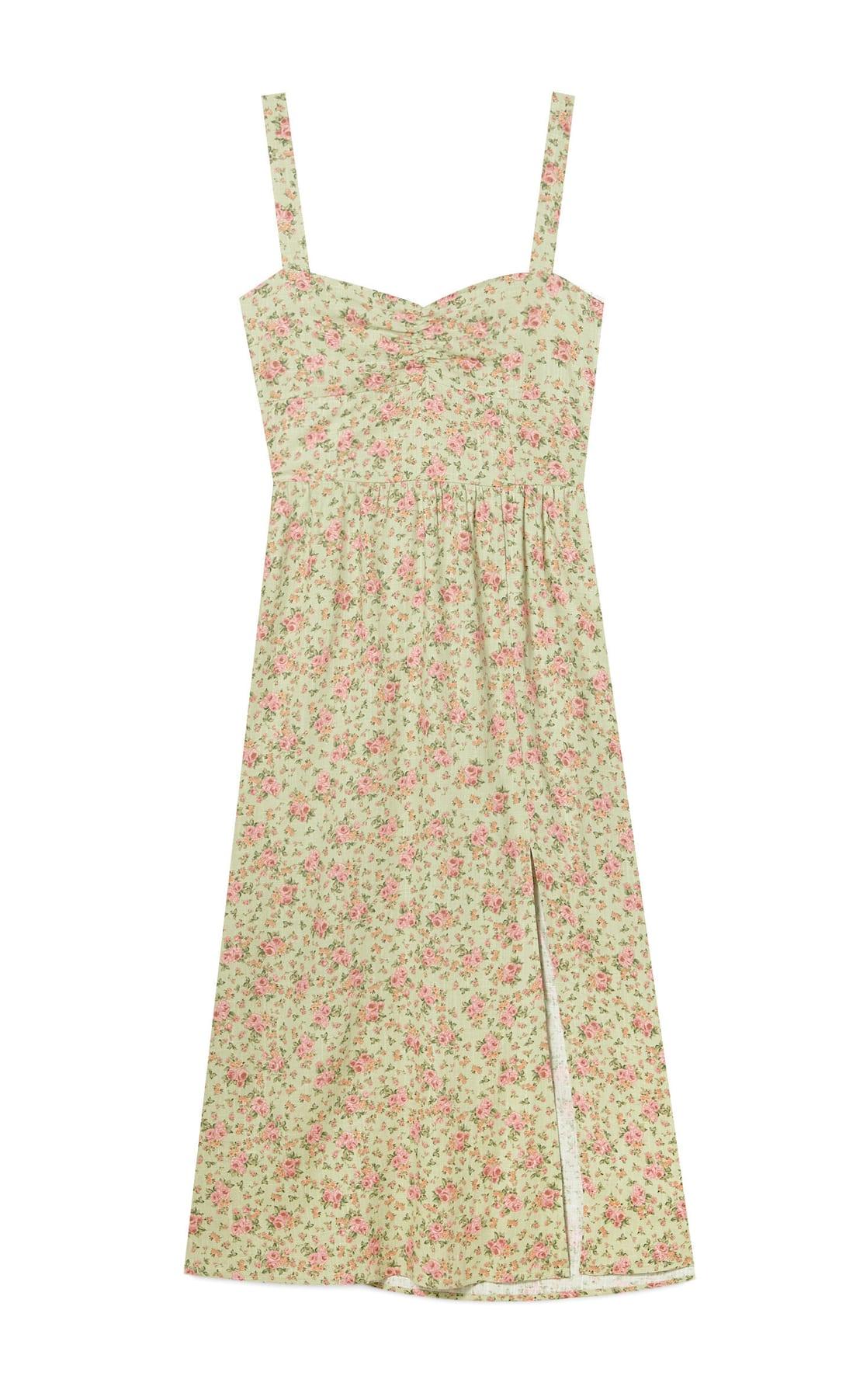 El nuevo vestido midi rustico de Stradivarius resaltará tu bronceado y hace una talla menos