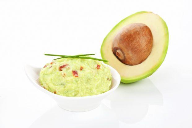 El aguacate es un fruto que posee grasas saludables./Gtres