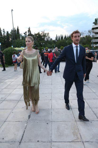 Beatrice Borromeo y Pierre Casiraghi en su llegada al desfile de Dior celebrado en Atenas -Grecia-./Gtres