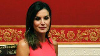 Los 5 vestidos rosa de Zara para seguir el ejemplo de la reina Letizia