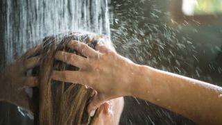 Descubre cómo puedes hidratar el pelo en verano
