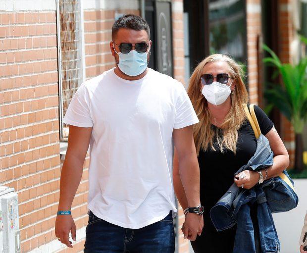 Belén Esteban ha acudido junto a su marido al trabajo tras conocer el fallecimiento de Mila Ximénez / GTRES