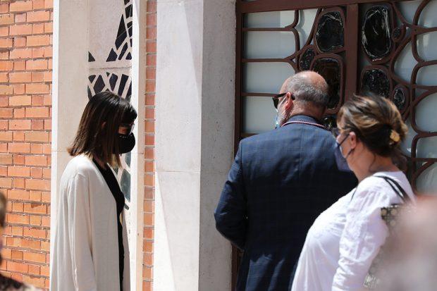 Alba Santana devastada tras la muerte de su madre, Mila Ximénez./Gtres