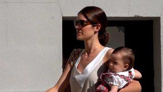 Sofía Palazuelo, con su hija en brazos / Gtres