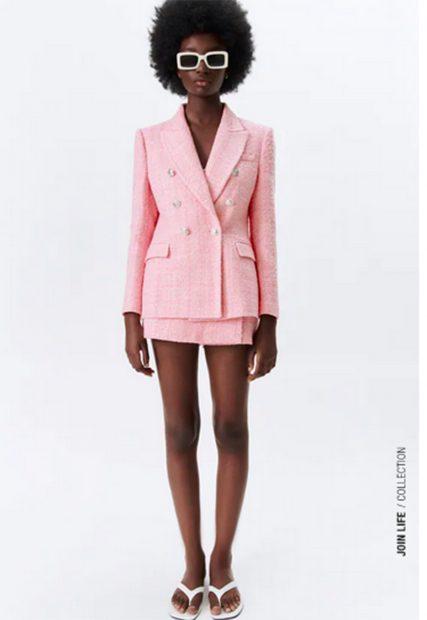 Traje dos piezas rosa de Zara de rebajas./Zara