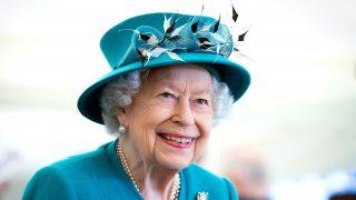 La reina Isabel a su llegada al acto / Gtres