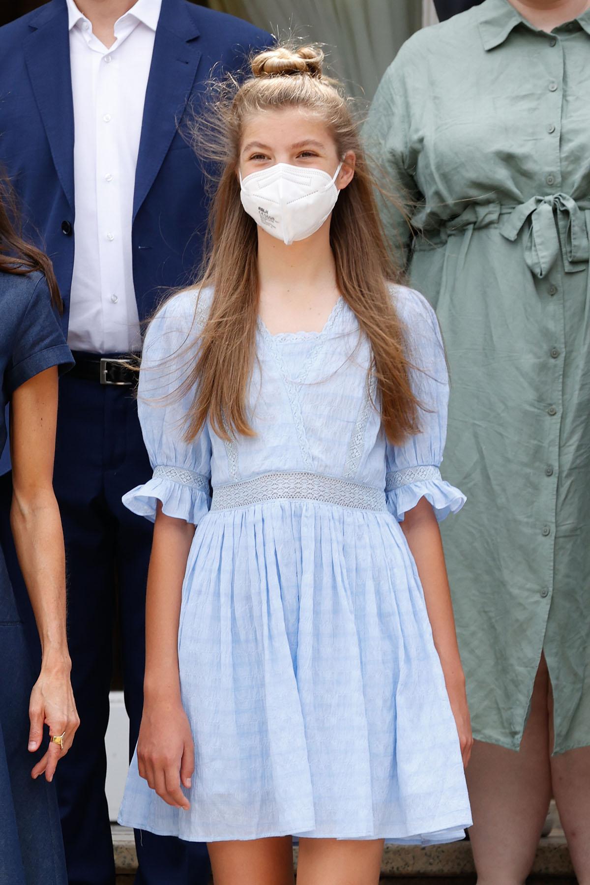 La infanta Sofía convierte en viral este vestido azul de las rebajas de Springfield