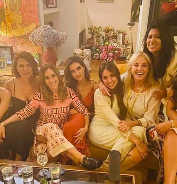 Sara Carbonero disfruta de un plan de verano con amigos./Instagram @samara_losada_