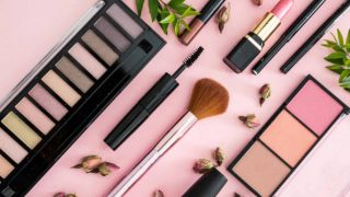 Descubre los productos que son esenciales para un maquillaje completo