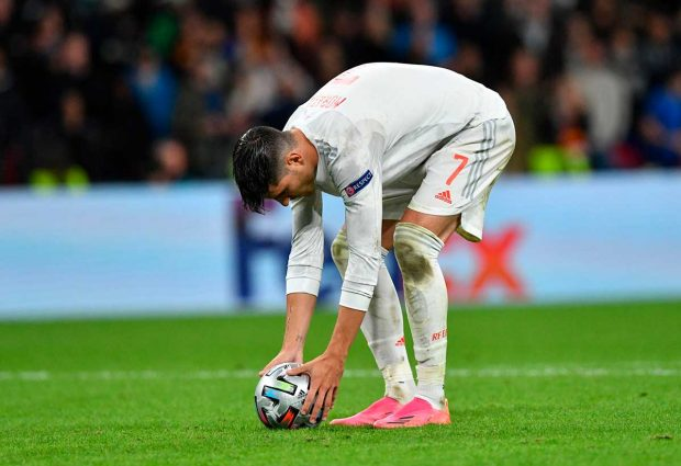 Álvaro Morata, a punto de tirar el penalti ante Italia / Gtres