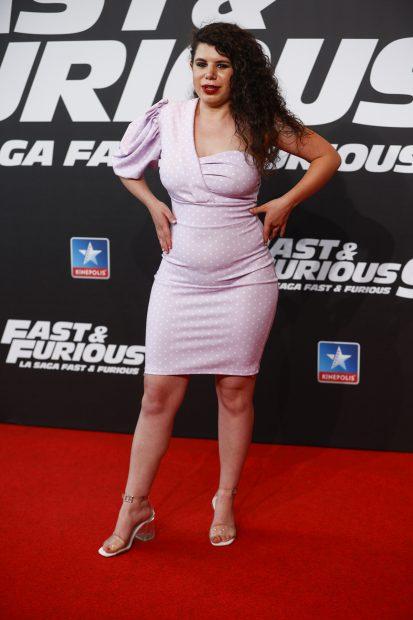 Carla Vigo en la premiere de 'Fast & Furious 9' en Madrid. Esta vez se decantó por un vestido de corte midi de escote asimétrico en color lila con topos blancos./Gtres