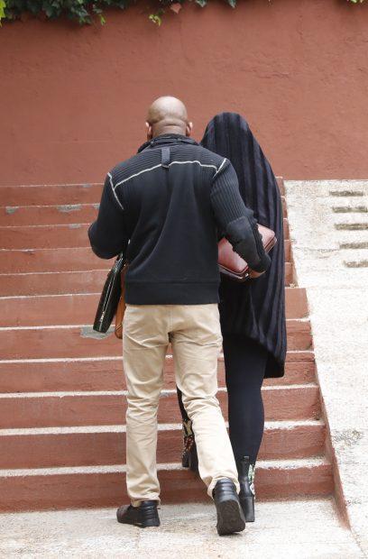 Raquel Mosquera en su salida del centro hospitalario tras el ingreso del pasado mes de abril./Gtres