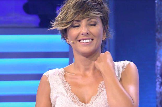 La periodista se ha emocionado tras su paso por el programa de Telecinco./Telecinco