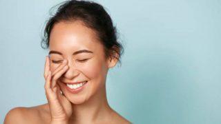 Cómo corregir la piel desigual con el maquillaje