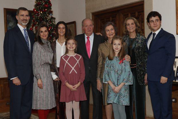Felipe VI, la reina Letizia, la princesa Leonor, la infanta Sofía, don Juan Carlos, doña Sofía, la infanta Elena, Victoria Federica y Froilán en una imagen de archivo./Gtres