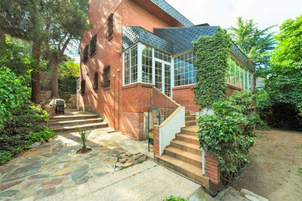 Exterior de la vivienda que tiene a la venta Raquel Mosquera./Idealista
