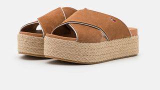 Ni muy altas ni completamente planas: Las flatforms son el calzado más de moda este verano
