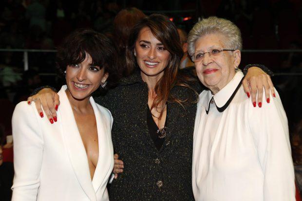Pilar Barden junto a Penélope Cruz e Inma Cuesta en una imagen de archivo./Gtres