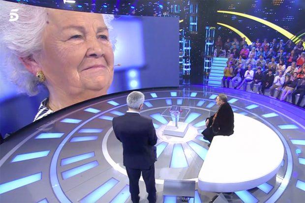 Antonio Canales recibe una sorpresa de su madre en 'Volverte a ver'./Telecinco