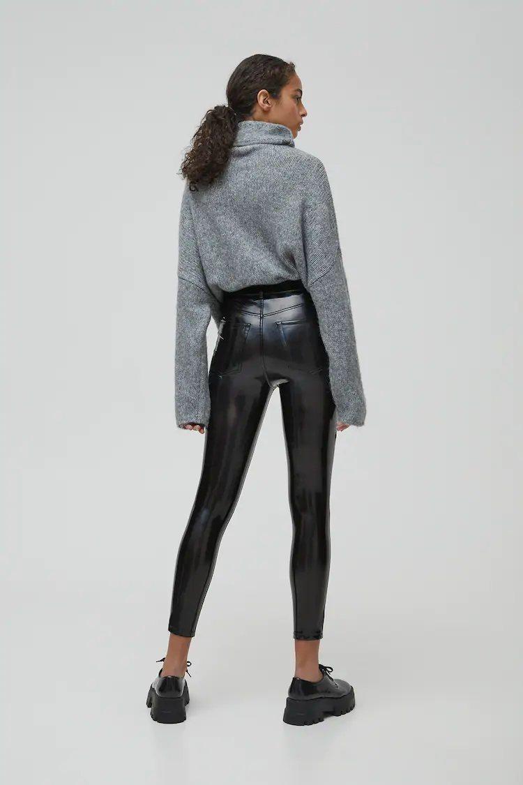 Los pantalones de Beyoncé que hacen tipazo y efecto Push-Up están en Pull&Bear de rebajas