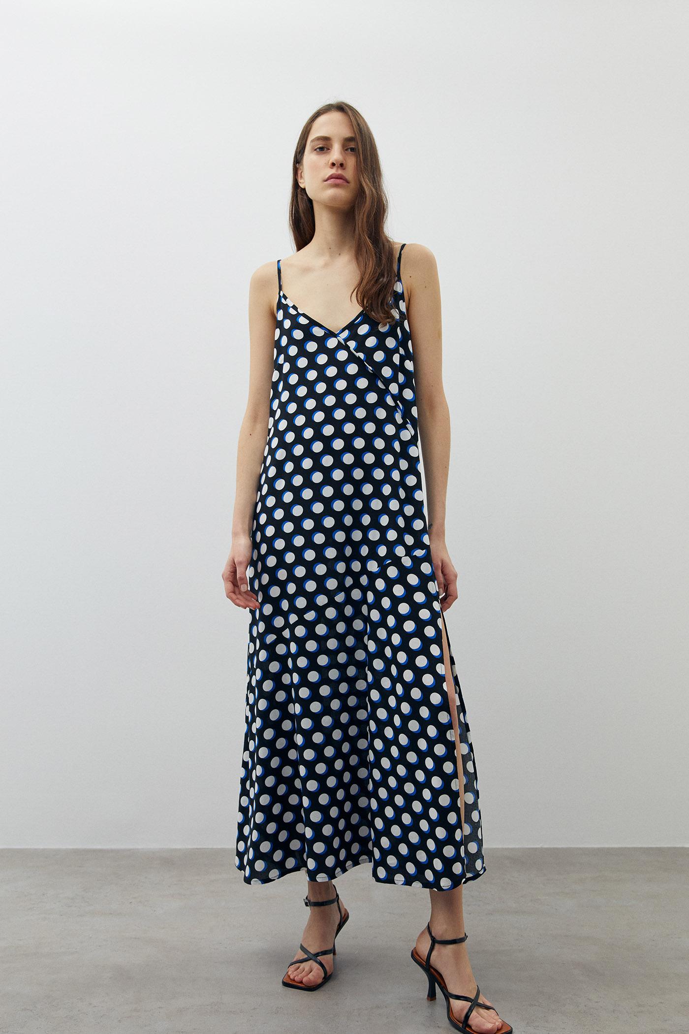 10 vestidos de las rebajas de Sfera de 15 euros que te convertirán en la reina del verano