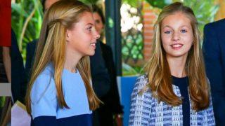 La princesa Leonor y la infanta Sofía eligen la moda española luciendo prendas de Mango y Zara
