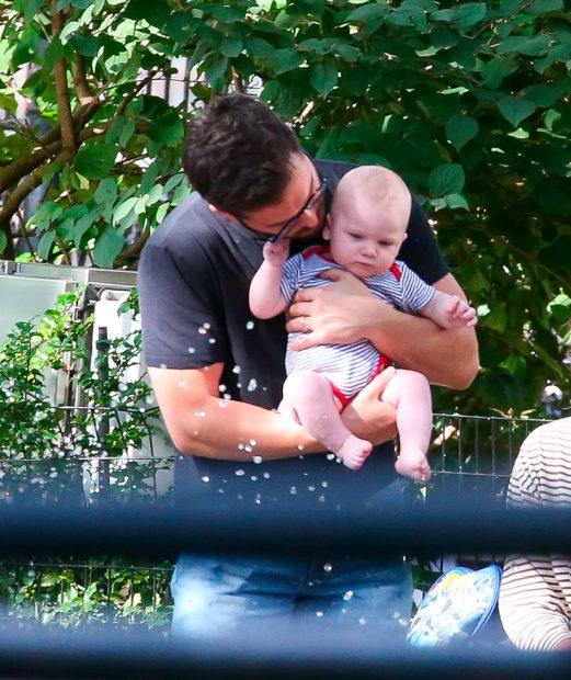 Kit Harington y su hijo / Gtres