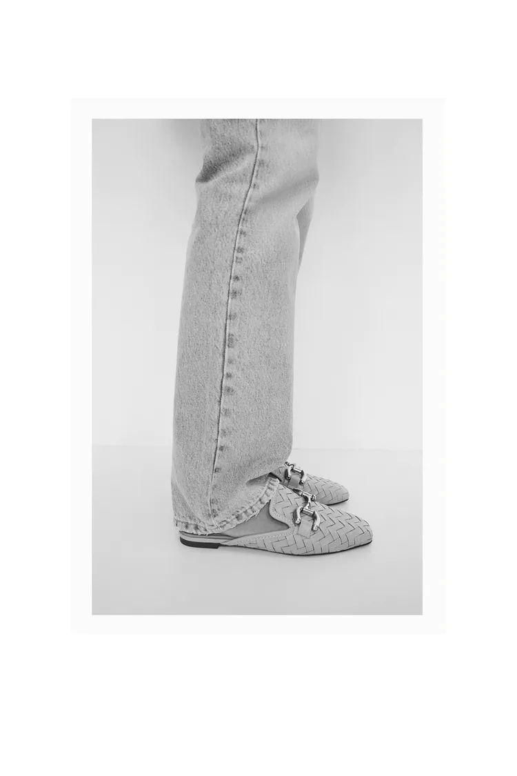 Zara se ha coronado de gloria con la aparición en su nueva colección de zapatos de unas mule planas que son exactas a las famosas Gucci
