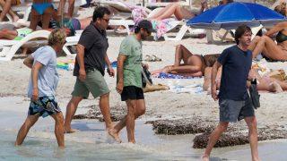 Alonso Aznar, Álvaro Falcó y los hermanos Cortina, disfrutan de sus vacaciones en Ibiza/Gtres