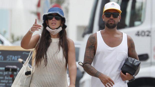 Anabel Pantoja y Omar Sánchez aterrizan en Ibiza para pasar sus deseadas vacaciones./Gtres