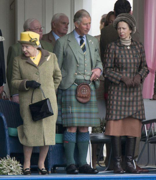 La reina Isabel II, el príncipe Carlos y la princesa Ana en una imagen de archivo./Gtres