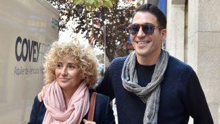 El actor Miguel Ángel Silvestre con su madre / Gtres
