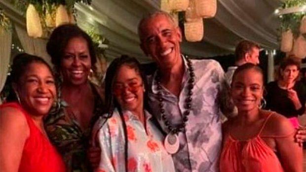 Obama, durante la fiesta de cumpleaños / Twitter