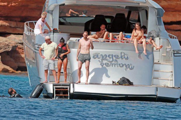 Jan Oblak, en un barco con amigos / Gtres