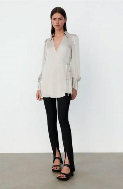 Blusa de satén de Zara./Zara