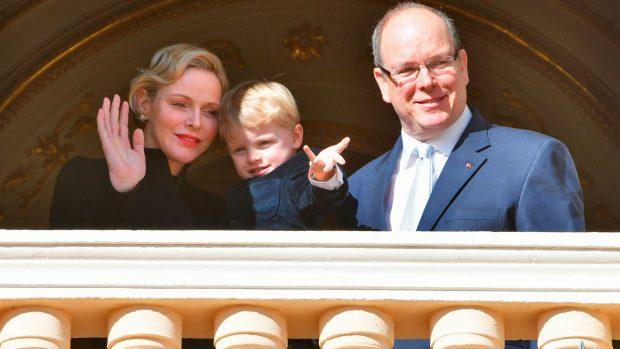 Charléne y Alberto, con su hijo / Gtres