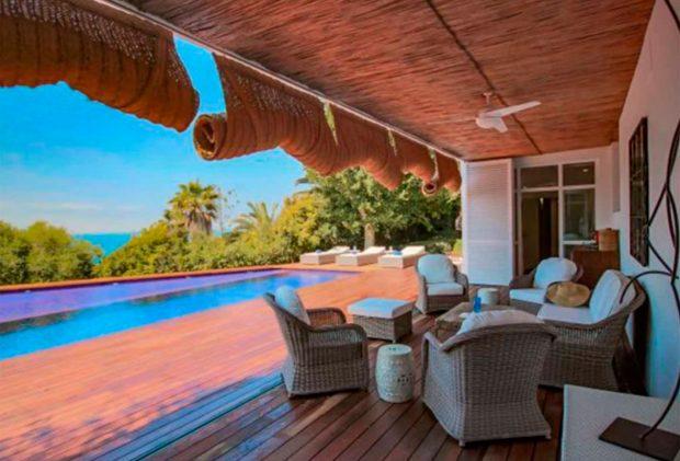 Así es la villa de Cádiz donde pasan sus vacaciones Sara Carbonero y Raquel Perera / Zahara Villas