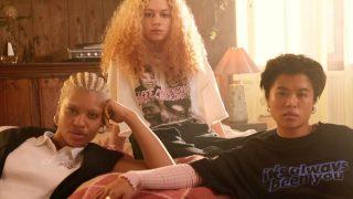 H&M tiene los looks que vuelven locos a los fans de Sex Education por menos de 30 euros
