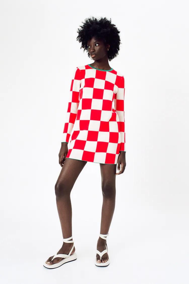 Zara apunta alto copiando a la perfección el vestido Damier de Louis Vuitton de 2.500 euros