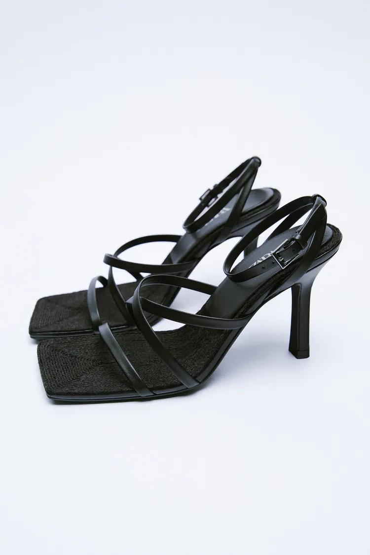 ¿Bottega Veneta o Zara? Escoge tu versión de las sandalias negras atemporales