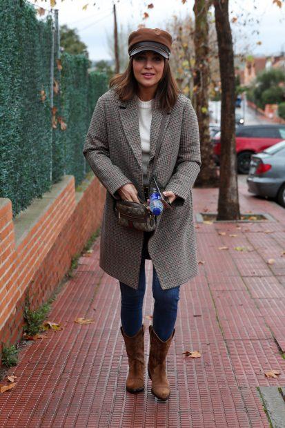 Paula Echevarría cuenta en su extenso vestidor con un bolso mini de Gucci estilo bandelera./Gtres