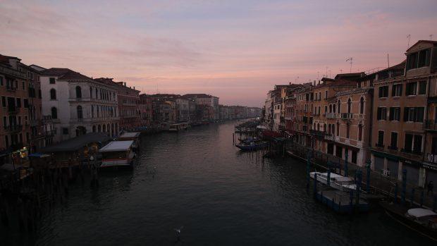 Vistas a los canales de Venecia, donde circulan lanchas, taxis y góndolas cada día./Gtres