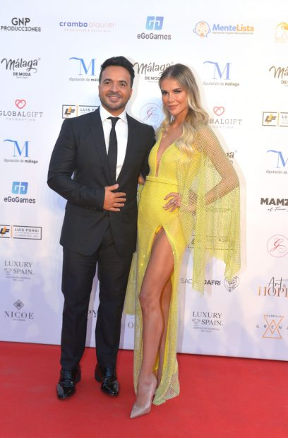 Luis Fonsi ha apostado por un traje negro para la Global Gala Gift./Gtres