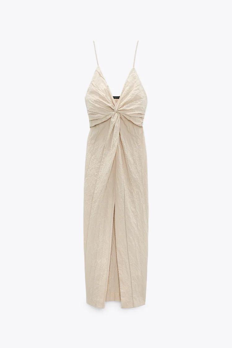 Zara firma el vestido de Amelia Bono digno de una diosa griega que resalta el broceado