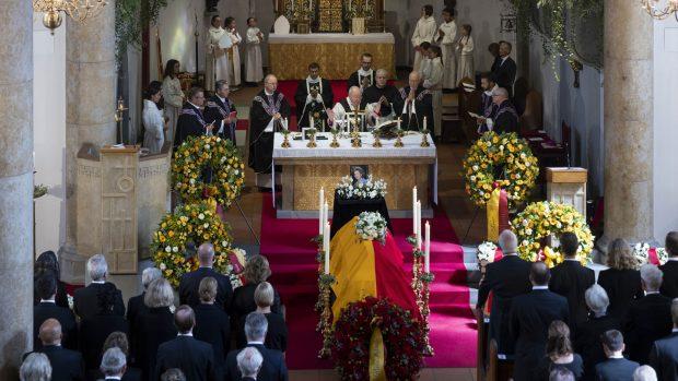 Interior de la catedral donde se ha celebrado el entierro de la Princesa. El acto ha estado oficiado por el arzobispo Wolfgang Haas./Gtres