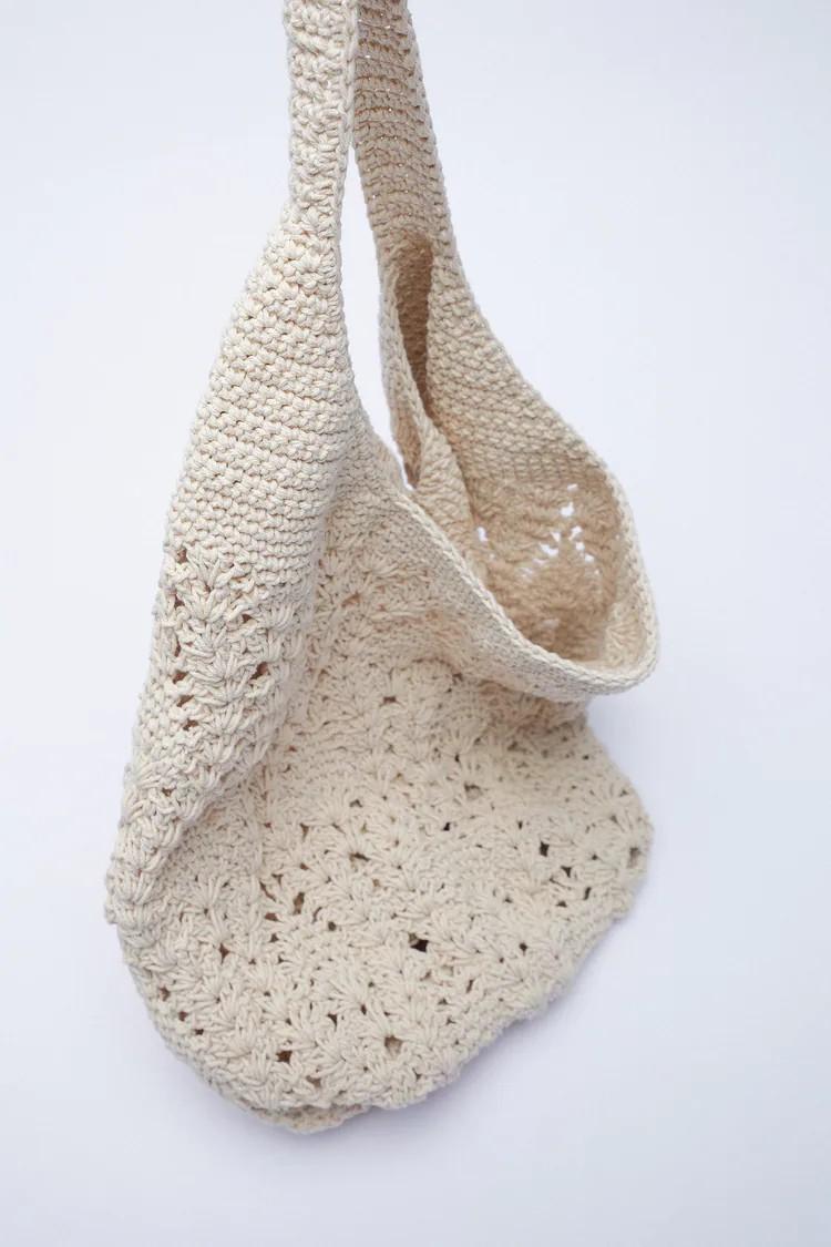 La Maxi Saca de flecos y de crochet son los bolsos de Zara más originales para el otoño