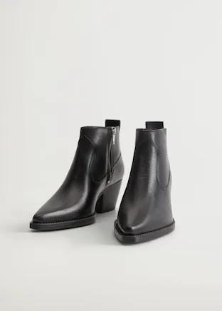 Estos son los mocasines, botas y botines de piel tirados de precio de las rebajas de Mango